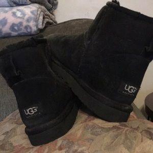 Black short UGGS
